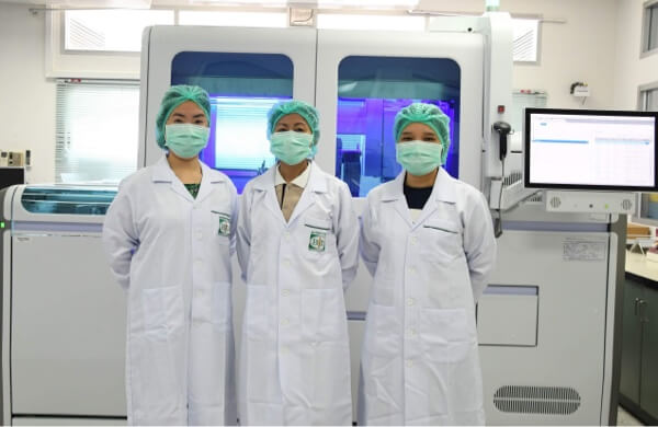 3 medical personnel in lab